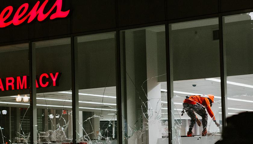 People looting a Walgreens